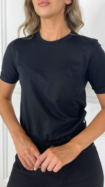 Get That Trend Pieces Solid Black Tee