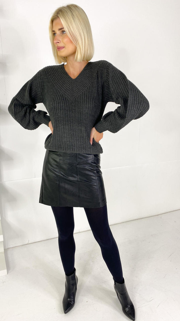 Get That Trend JDY Grey V-Neck Knitted Pullover