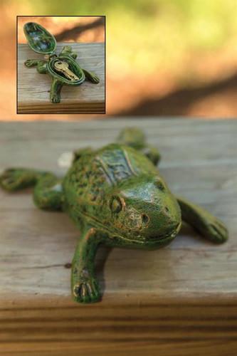 Cast Iron Frog Key Keeper