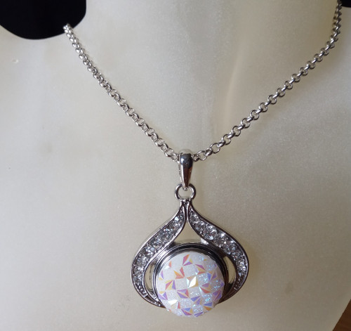 Silver Plated Noosa Heart Pendant Necklace with Sparkling Snap Button