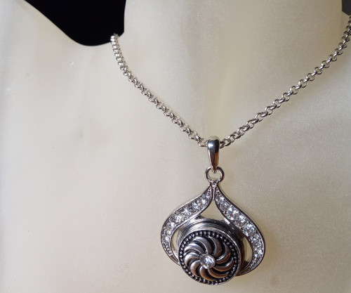 Silver Plated Noosa Heart Pendant Necklace with Swirling Snap Button