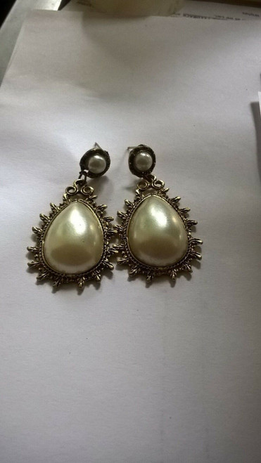 Ladies Vintage Carved Pear Colour Earrings Pair (JW2016) with gift box