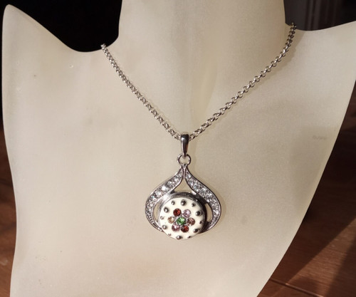 Silver Plated Noosa Heart Pendant Necklace with Crown Snap Button with gift box
