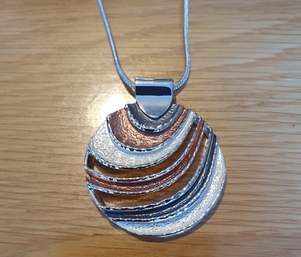 Round Waves Necklace