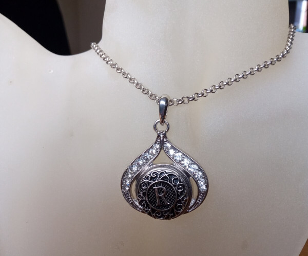 Silver Plated Noosa Heart Pendant Necklace with R Snap Button with gift box
