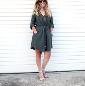 IZZY_ZIP_DRESS_FRONT_KHAKI