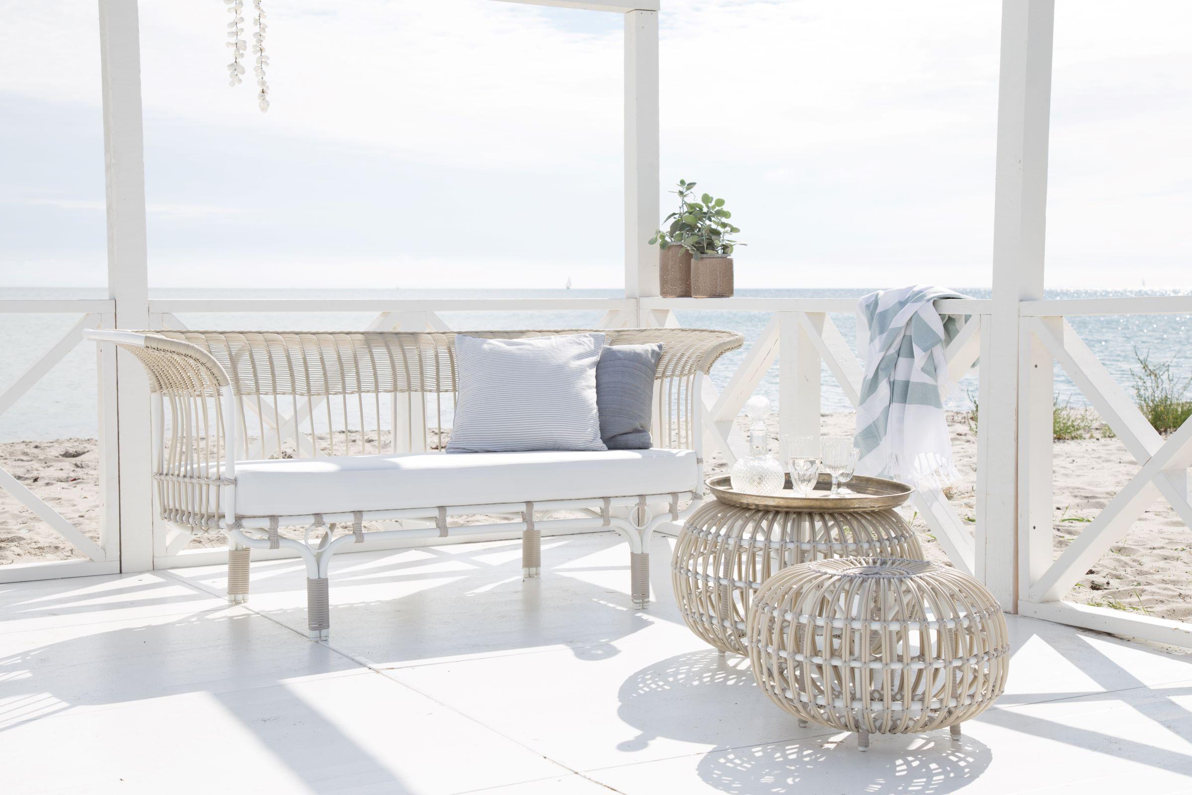 fa-e90-franco-albini-belladonna-sofa-ottoman-beach.jpg