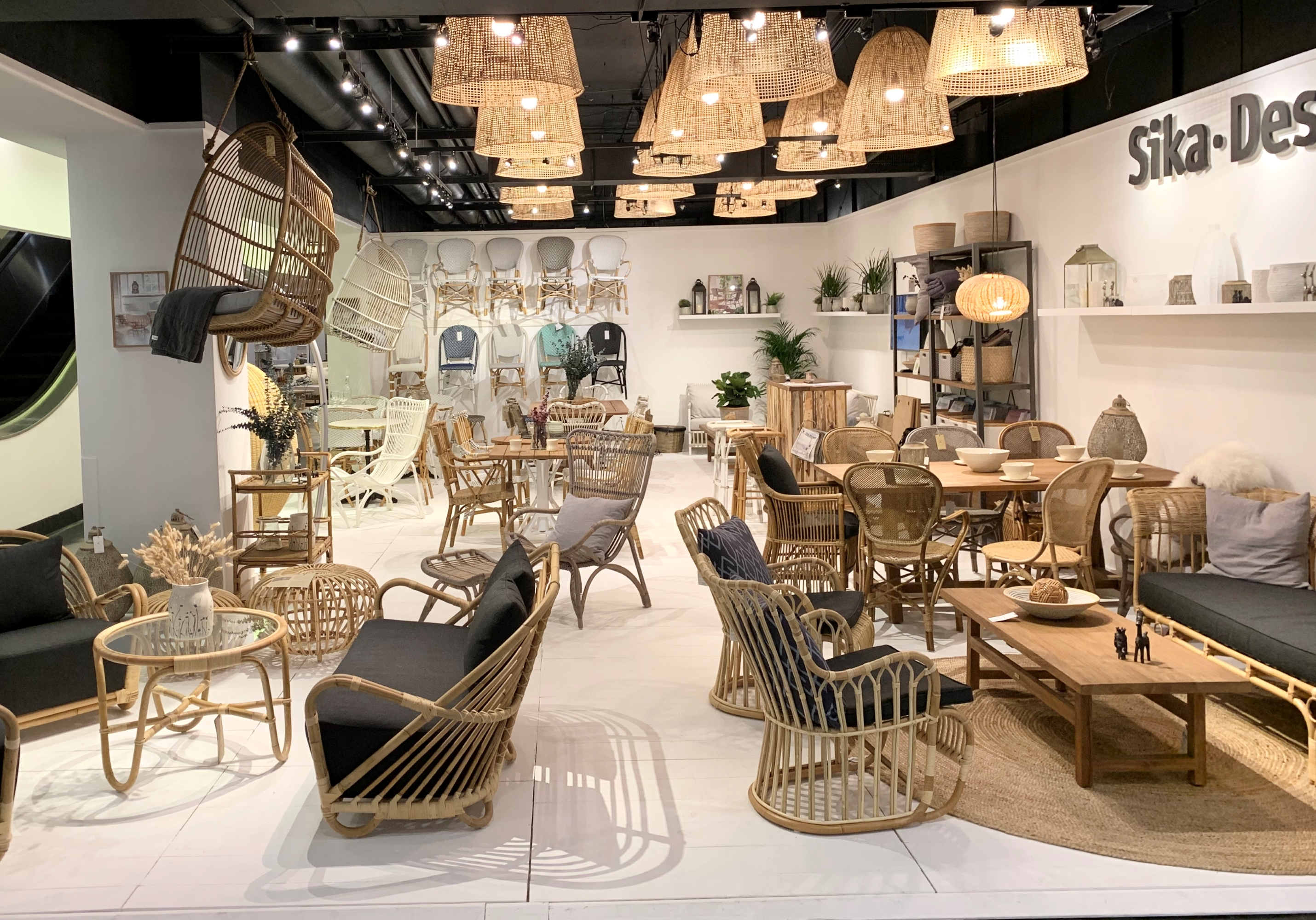 sika-design-rattan-showroom-lamp.jpg