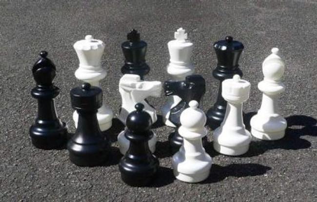 300mm Garden Patio Chess Set with Nylon Mat