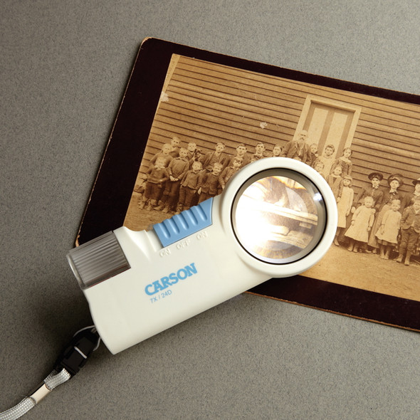 MagniFlash 7X Magnifier with Built-in LED Light