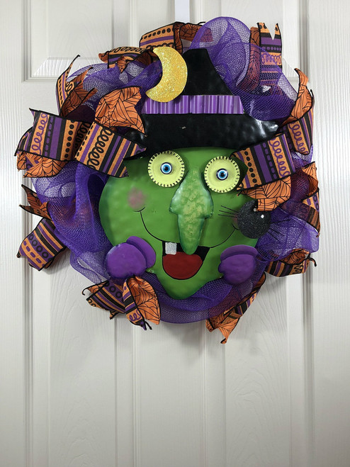 HALLOWEEN TIN WITCH FACE WREATH