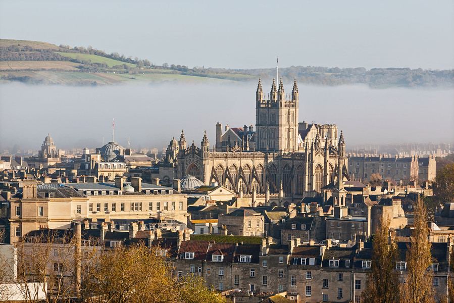 An overnight stay in the City of Bath. Trolley Suitcase or Holdall?