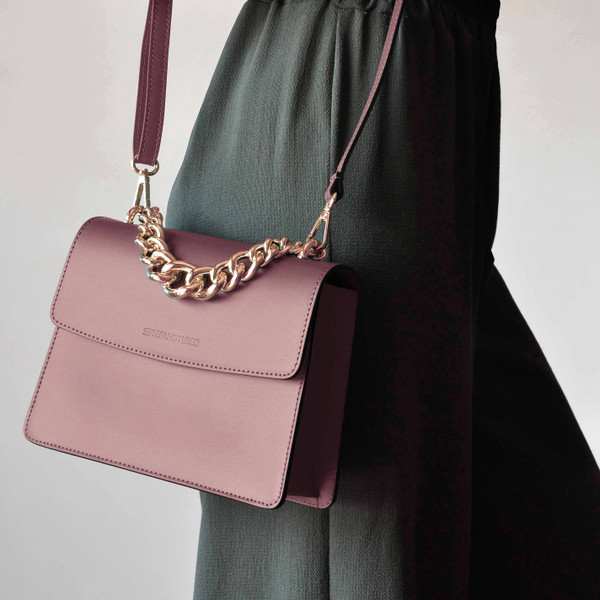 Make A Real Statement With A Pink Bag