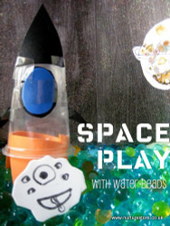 Space play with water beads