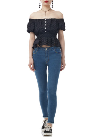 OFF THE SHOULDER BUTTON-DOWN TOP BAN1910-0802