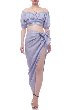 OFF THE SHOULDER WITH TIE FRONT CROPPED TOP BAN2101-0481