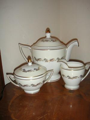 Minton Gold Laurentian H5184 w/gold Teapot, Set