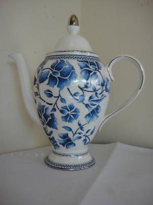 "Richard  Ginori  "" Blue Jasmine"" Coffeepot & Lid"