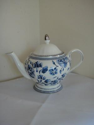 "Richard  Ginori  Blue "" Jasmine"" Teapot & Lid Bone China New"
