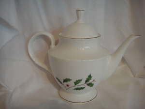 Lenox Holly Gold Teapot with Lid New