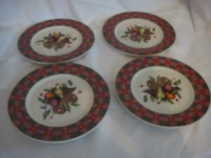 Lenox Holiday Tartan Set of 4 Ttbit Party Plates New in Box