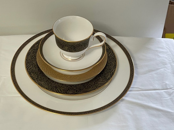Marchesa Mandarin Five Pc Place Setting With Footed Cup