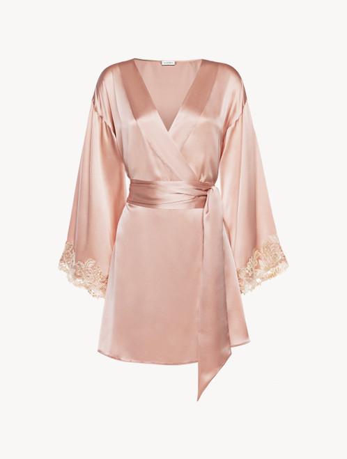 Robe de chambre courte en satin de soie rose poudré avec broderie en guipure « frastaglio »