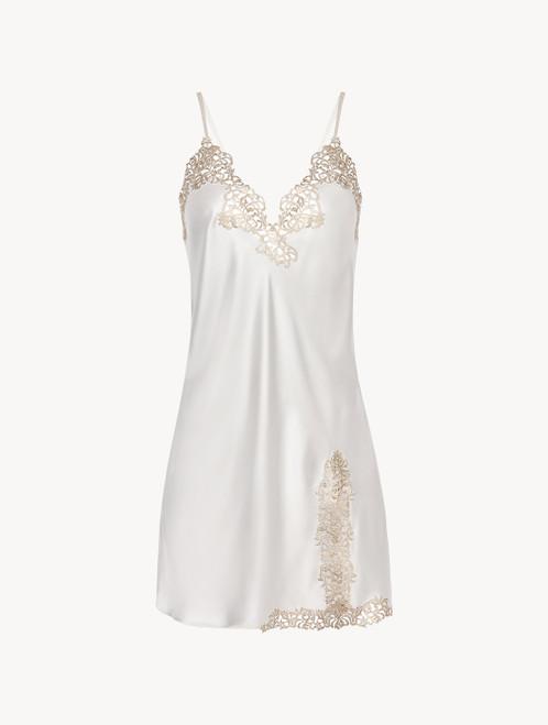 Slip dress en soie blanc cassé avec macramé couleur or