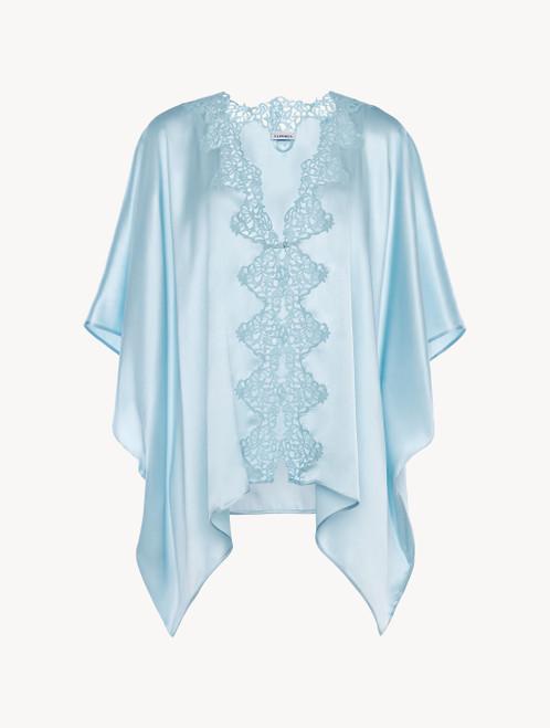 Robe de chambre en soie bleu ciel avec macramé