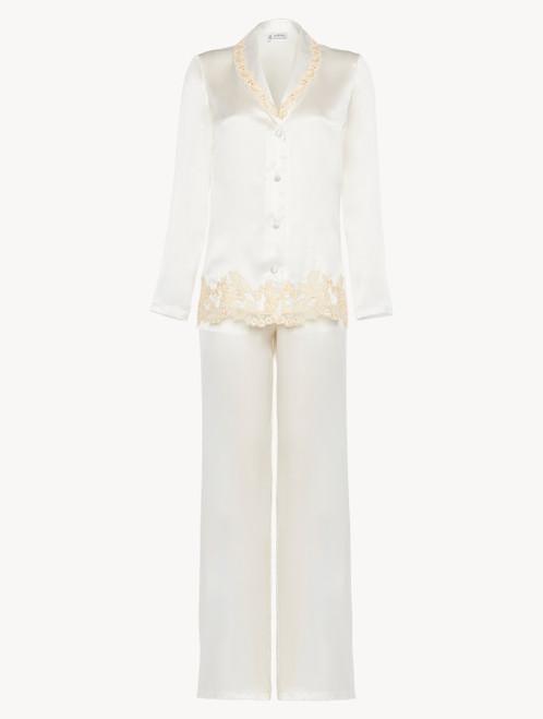 Pyjama en soie blanche rehaussée d'une broderie en guipure «frastaglio»