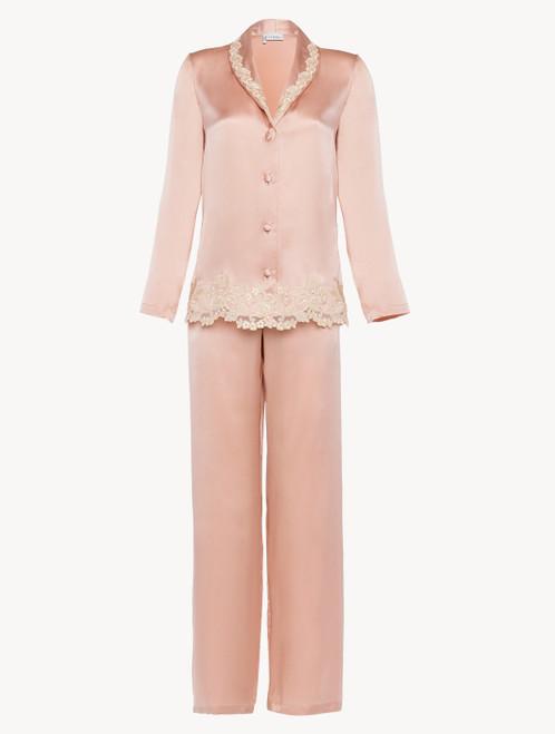 Pyjama en soie rose rehaussée d'une broderie en guipure «frastaglio»