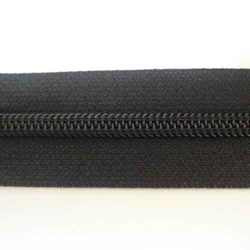 #4.5 Coil Zipper Chain - Black - Close Up