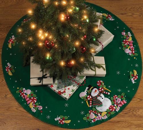"Bucilla Felt Tree Skirt Applique Kit 43"" Round-Candy Snowman -86307 - 046109863078"