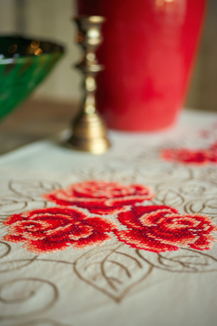 """Vervaco Stamped Table Runner Cross Stitch Kit 16""""X40""""-Roses -V0144657 - 5400946001140"""