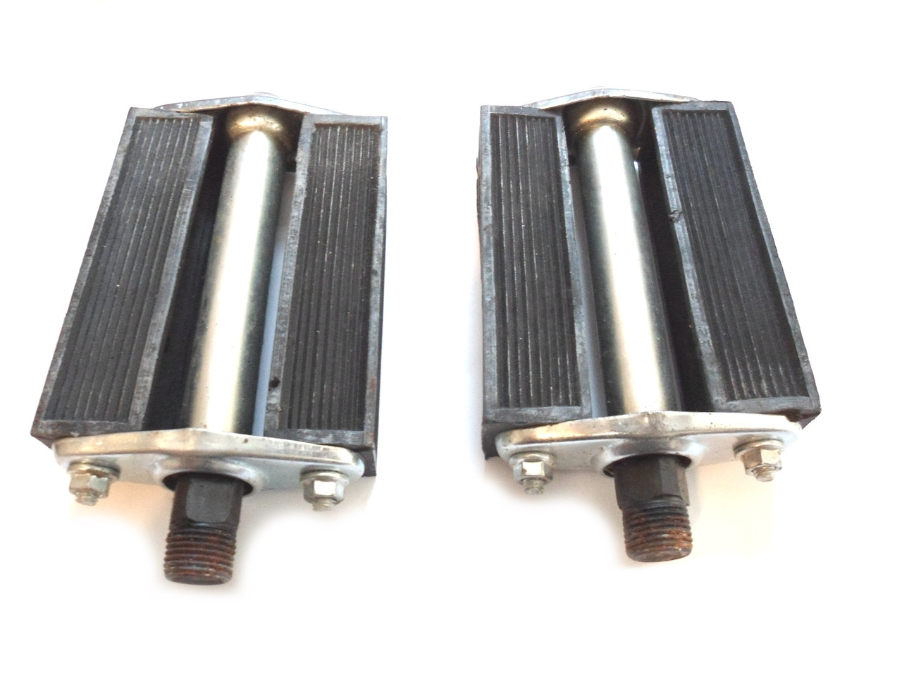 Classic Moped Pedal Set - No Reflectors