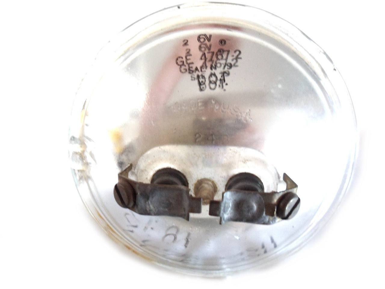 GE 6 volt 25w Sealed Beam Bulb - Style 2