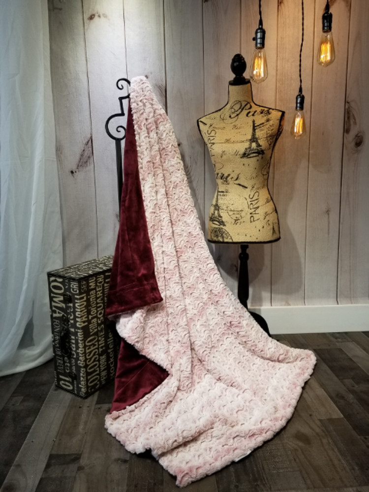 """A 40"""" x 60"""" Bewitched Pink Lemonade Blanket *DEAL-S"""