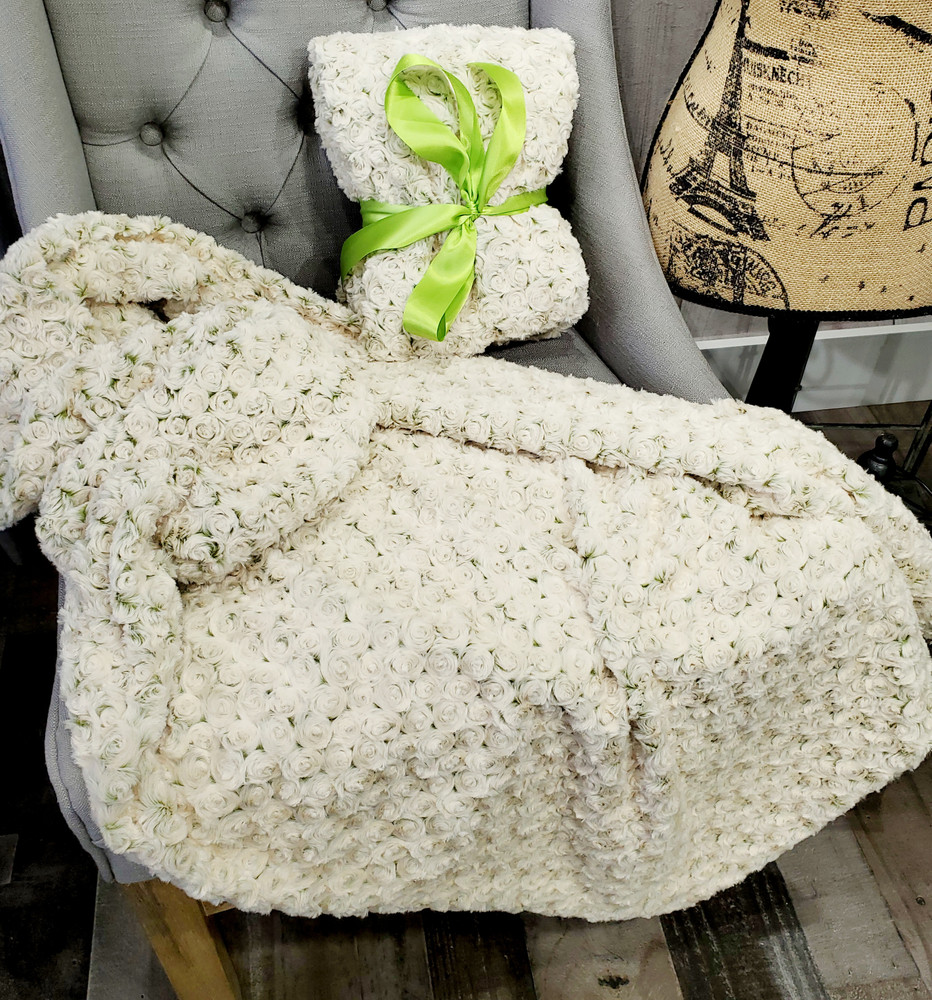 """A 30""""x45"""" Frosted Roses Green Apple Blanket, w/DIVINE Fabric *DEAL"""