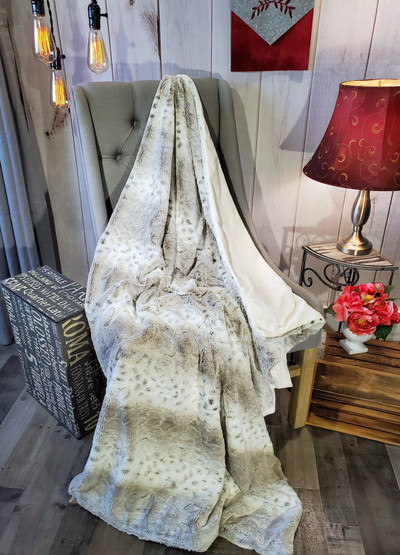 A Spotted Lynx - Travel Blanket *DEAL