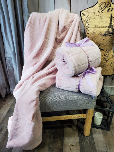 "A 42""x65"" Baby Pink Chinchilla Blanket, w/DIVINE Fabric *DEAL"