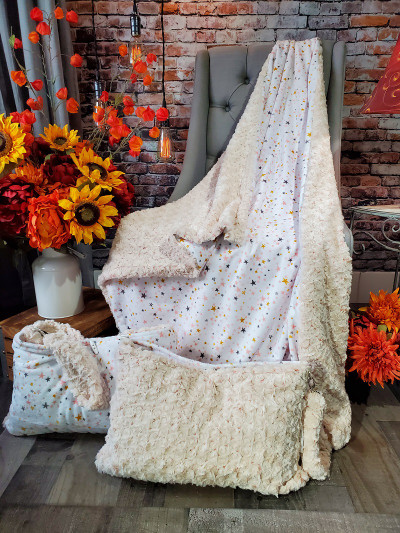 A Frosted Rose Travel Blanket w/ Starry Night back *DEAL