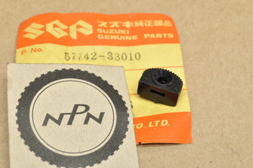 NOS Suzuki GT250 GT380 GT550 GT750 RE5 T500 Turn Signal Switch Knob 57742-33010