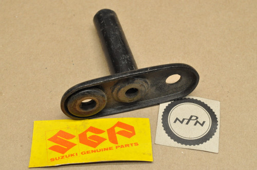 NOS Suzuki 1973-77 TC100 TS100 Rear Turn Signal Bracket 41640-25600