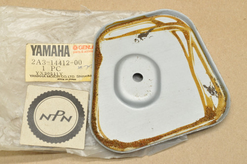 NOS Yamaha DT80 GT1 GT80 GTMX MX80 YZ80 Air Cleaner Case Cap 2A3-14412-00
