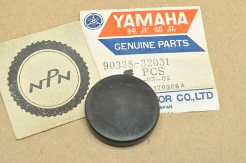 NOS Yamaha DT250 DT360 DT400 IT400 MX360 MX400 TY250 YZ360 YZ400 Plug 90338-32031