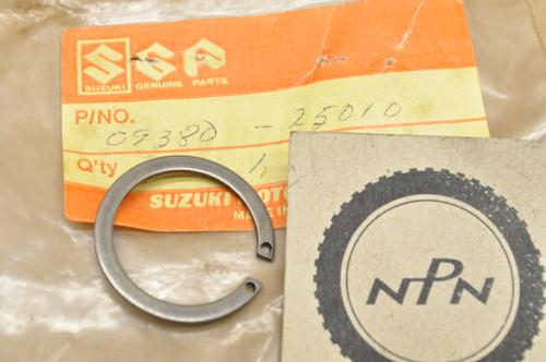 NOS Suzuki DR250 GS400 GS650 LS650 LT250 LT500 RM250 RM500 SP500 TS250 VS700 VS800 Circlip 09380-25010