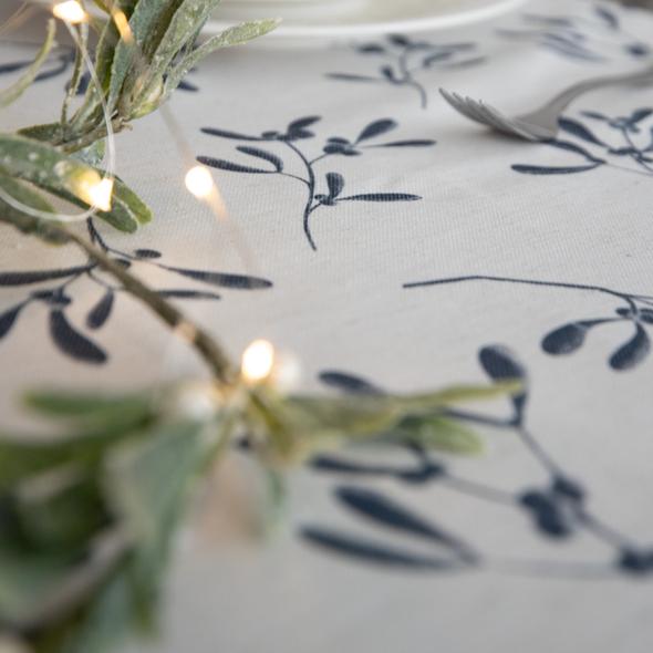 Christmas Table Runners - Mistletoe Natural