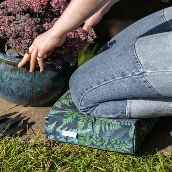 Luxury Garden Kneeler / Kneeling Pad With Handle - Ferns