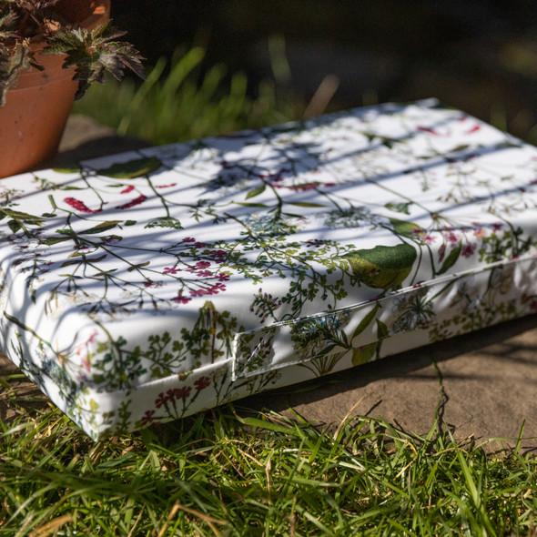 Luxury Garden Kneeler / Kneeling Pad With Handle - Welsh Meadow Cream