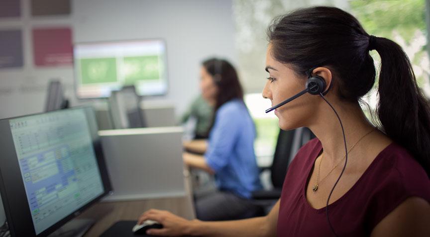 encorepro-530-call-center-woman-profile-screen-rgb-02oct14.jpg
